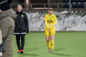Eva Lambertssons tränarkollega Johan Berglund, här med Amanda Hagelberg.