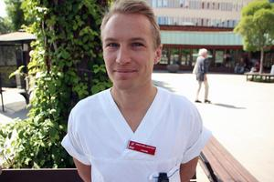 Simon Mellerstedt, AT-läkare, välkomnar även erfarna läkare till medlemskvällen. Temat är vad åskådare kan göra när någon blir förnedrad i jobbet.- Seniorläkare har sin auktoritet och kan säga ifrån med mer tyngd.