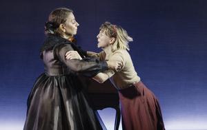 Susanne Hellström och Anna Granquist spelar mor och dotter. Foto: Per Eriksson