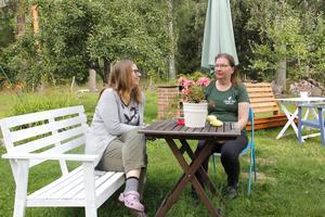 Linda Undegård och Caroline Ljung lovar ett brett utbud på årets stora Konstfest i Valskog.