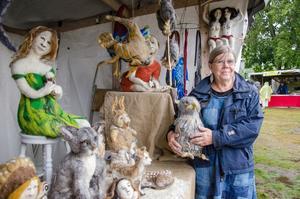 """Linda Blaauw från Grangärde gör naturtrogna tovade figurer av ull. """"Jag håller också kurser och gör tavlor av ull"""", säger hon."""