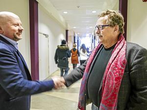 EU-parlamentarikern Jens Nilsson (S) föreläste på Mittunversitetet i fredags, inbjuden av statsvetaren John Höglund som syns här på bild. Ämnet för dagen var EU-kunskap men även EU:s framtid.