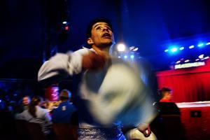 Juan Pablo Martinez jonglerade bland annat med sombreros som kastades ut i publiken och återkom som boomeranger
