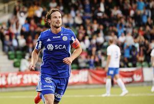 Linus Hallenius jublar efter  att  ha gjort 1-1 under måndagens allsvenska fotbollsmatch mellan GIF Sundsvall och IFK Norrköping på NP3 arena.Foto: Erik Mårtensson / TT