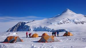 High Camp beläget på 3780 meters höjd. Foto: Joel Johansson