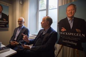 Förläggare Bertil Ekerlid och Leif Östling har haft ett svårt jobb med att välja ut och stryka delar till boken.