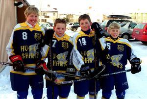 Johan Wennberg, Fredrik Brundin, Simon Löf (14) och Daniel Jönsson i moderklubben IK Huge.