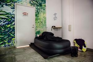 Kanke inte hotellstandard. Men man sover ganska bra på sjukhusockupationen på madrasser som sponsorer sänkt.