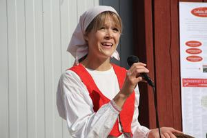 Anna-Karin Arkeberg sjöng vackra visor under invigningen.