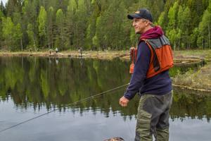 Mikael Korpi inleder ofta fiskesäsongen vid Lilla Abborrtjärn.