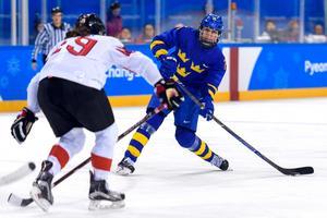 Hanna Olsson var bäst tillsammans med målvakten Sara Grahn, i ett blekt Sverige, menar Adam Johansson. Foto: Carl Sandin  (Bildbyrån).