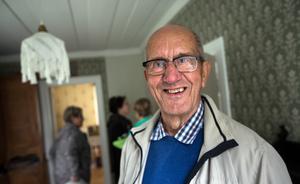 Hans Vestman, ordförande i Rössjö by- och kulturförening sedan 22 år, är glad över den kulturskatt som Jonas Nätterlund möjliggjort genom sin generösa donation – och den kulturskatt som bystugan i Rössjö utgör.