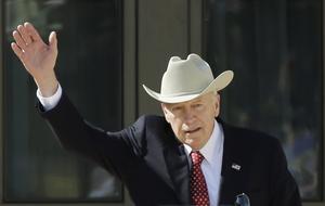 Via bland andra förre vicepresidenten Dick Cheney hade det privata säkerhetsbolaget  Blackwater en direkt länk in i George W Bush-administrationen och fungerade mer eller mindre som legoknektar i Irak och Afghanistan, betalda av USA:s regering.