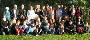 Många hade samlats till släktträffen på Enångers bygdegård förra lördagen.