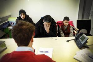 En uppgiven Mohamad Katous och hans söner inser att beslutet är oåterkalleligt. Nu väntar en oviss återresa till Italien.