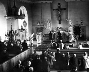 I maj 1966 installerades Arne Skäremo som kyrkoherde i Alsens kyrka.
