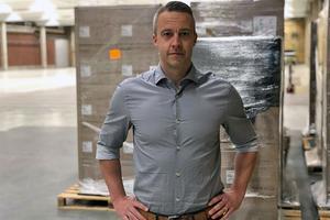 Jonas Cederroos vd på lager- och logistikföretaget Sierra Mirack är ingenjör och kommer från industrin. Han är van vid att optimera strukturer, värdera ordning och planera för att ställa om personalresurser.
