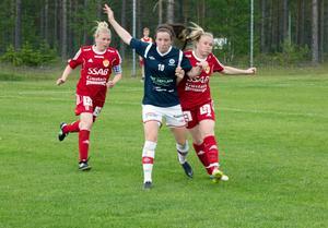 Hanna Lindgren och Frida Enström (tidigare Lindgren) började spela fotboll för Gustafs när innebandymotivationen försvann. Båda var stora talanger även inom fotbollen som unga tjejer i Forsby FF.