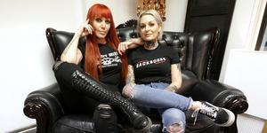 Penny Meijer och Mimmi Arvidsson på plats i nyöppnade Red rock på Gruvgatan i Falun.