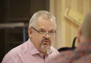 Tom Rymoen (M) vill inte att besparingsförslag i KS som kanske aldrig blir beslutna kommer ut till allmänheten.
