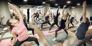 Yoga of Hope arrangerades över hela Sverige och samlade in drygt 431 000 kronor. I Dalarna samlades det in 8 370 kronor, på de fyra platser där det anordnades yogastudios. Foto: Magnus Glans
