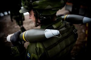 Under övningen användas spräng- och rökgranater. I varje spränggranat finns en sprängladdning på drygt ett kilo.