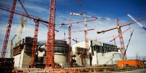 Klimatdebatten har gjort att kärnkraftsvännerna vädrar morgonluft. Att bygga nya kärnkraftverk är dock mycket dyrt, vilket inte minst Finland fått erfara. Ny sol- och vindenergi är ett mycket billigare sätt att ersätta fossil energi. Vad är då vitsen med att bygga ny kärnkraft? Foto: Robert Henriksson, TT.