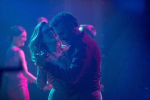 Julianne Moore och John Turturro spelar mot varandra i den amerikanska versionen av