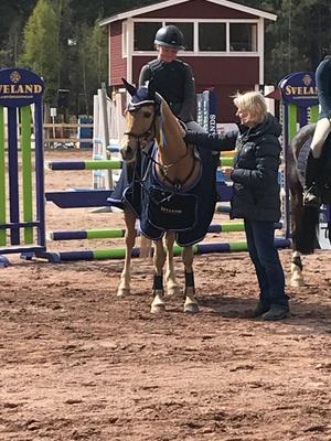 Foto: Insänt. På bild: Vera Åkerblom med hästen Ruthstown Trooper.