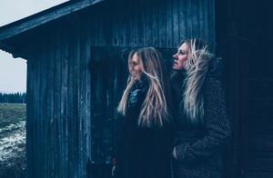 Första snön med bästa vän. Foto: Louise Norström.
