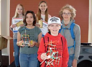 Här är sjundeklassarna som tog hem vinsterna i årets 4DFrame-tävling, från vänster: Emma Björkman, Amanda Raad, Elinor Dalevall, Oskar Ezelius och Jon Hansson.