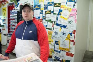Butiksägaren Andreas Hernandez i Direkten-butiken i Bjästa.