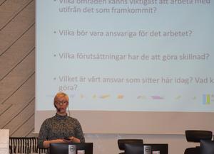 Kommunförbundets Anna Jakobsson Lund redovisade under torsdagsförmiddagen resultatet av den senaste lokala uppföljningen av ungdomspolitiken i Sundsvall, Lupp. I morgon, fredag, är det Timrås tur.