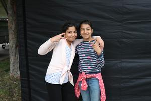 Tina Hamidi & Tabarak Hamed  går inte på någon dansundervisning men ägnar en stor del av fritiden åt att träna dans tillsammans.