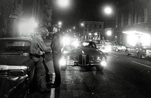 1970-talet och raggarkulturen blomstrar. Bilburen ungdom fanns det gott om på Köpmangatan i Sundsvall.