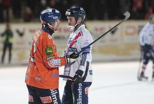 Då och då blev lite känslor och hetare snack mellan spelare som Ville Aaltonen och Jonas Edling.