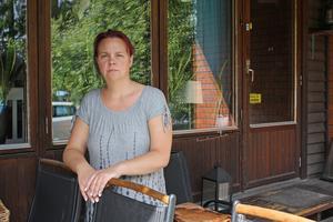 Anna-Karin Lodebrink håller dörrar och fönster stängda för att inte släppa in flugorna.