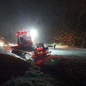 Trailern till lastbilen hamnade i diket. Bild: Marie Nymark.