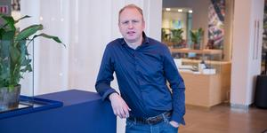 """Henrik Henriksson är stolt över Scanias resa mot hållbara transporter. """"Klimatförändringarna är en av de största utmaningarna som mänskligheten står inför""""."""