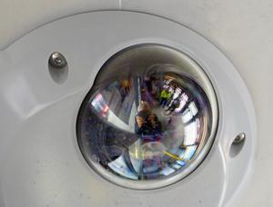 Övervakningskamera i SL:s kollektivtrafik.