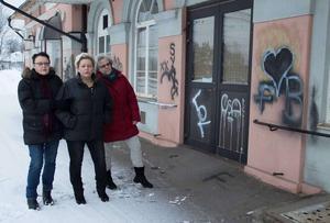 Marit Snar, eldsjäl, Lena Glimmerbäck, ordförande i Storviks stationshus förvatning AB, och Barbro Jonsson, delägare. Fotograf: Aina Lundkvist