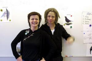 Animatörerna Charlotte Lindmark och Rickard Borgström från Unga Riks besökte Bredsands skola i går.