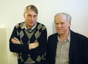 Åke Robertsson var medhjälpare åt Erik Eriksson med ljudtekniken i flera av hans filmer. Bredvid honom står Åke Palm som ansvarar för Erik Erikssons filmsamling på museet.