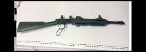 Geväret som blivit kvar hos familjen efter en släkting är ett västtyskt repetergevär som 29-åringen modifierat. Foto: Polisen, ur förundersökningsprotokollet
