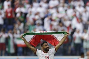 Saman Ghoddos blev historisk när han klev in i VM-spelet för Iran och ordnade frisparken som ledde till Irans första seger i mästerskapet. Foto: AP Photo/Themba Hadebe/TT