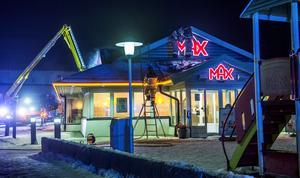 Under juldagskvällen var det en stor insats för att släcka branden på restaurangen.