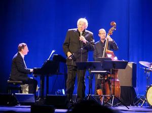 Svante Thuresson och Claes Crona Trio framförde Beppe Wolgers låttexter under en konsert på Gävle Teater.