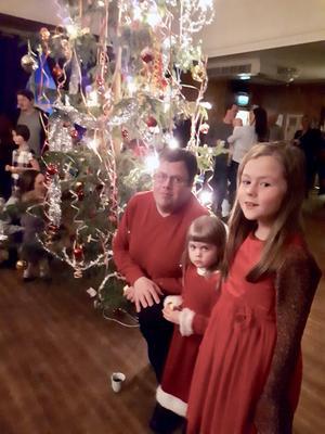 Mats Myrtennäs, Emilia Myrtennäs och Linnéa Myrtennäs besökte den 123:e barnfesten i Tännäs. Foto: PA Tapper.
