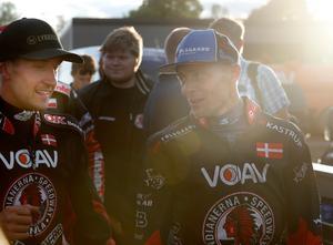 Anders Thomsen (till vänster) i samspråk med landsmannen Bjarne Pedersen efter segern mot Rospiggarna. De båda danskarna bidrog med nästa hälften, 23 av 47, av de poäng Indianerna körde in i matchen.