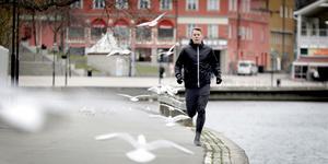 """Den 2 maj kör Magnus Lindblom igång en löpargrupp där man får prata om psykisk ohälsa och beroendeproblematik. """"Löpningen har blivit något som stärker min hälsa när jag mår bra och något att hålla fast vid när när jag har det lite tuffare"""", säger han."""